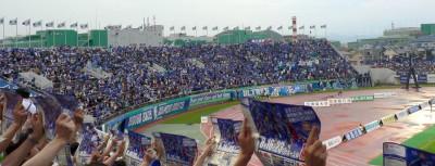 青一色のホームゴール裏